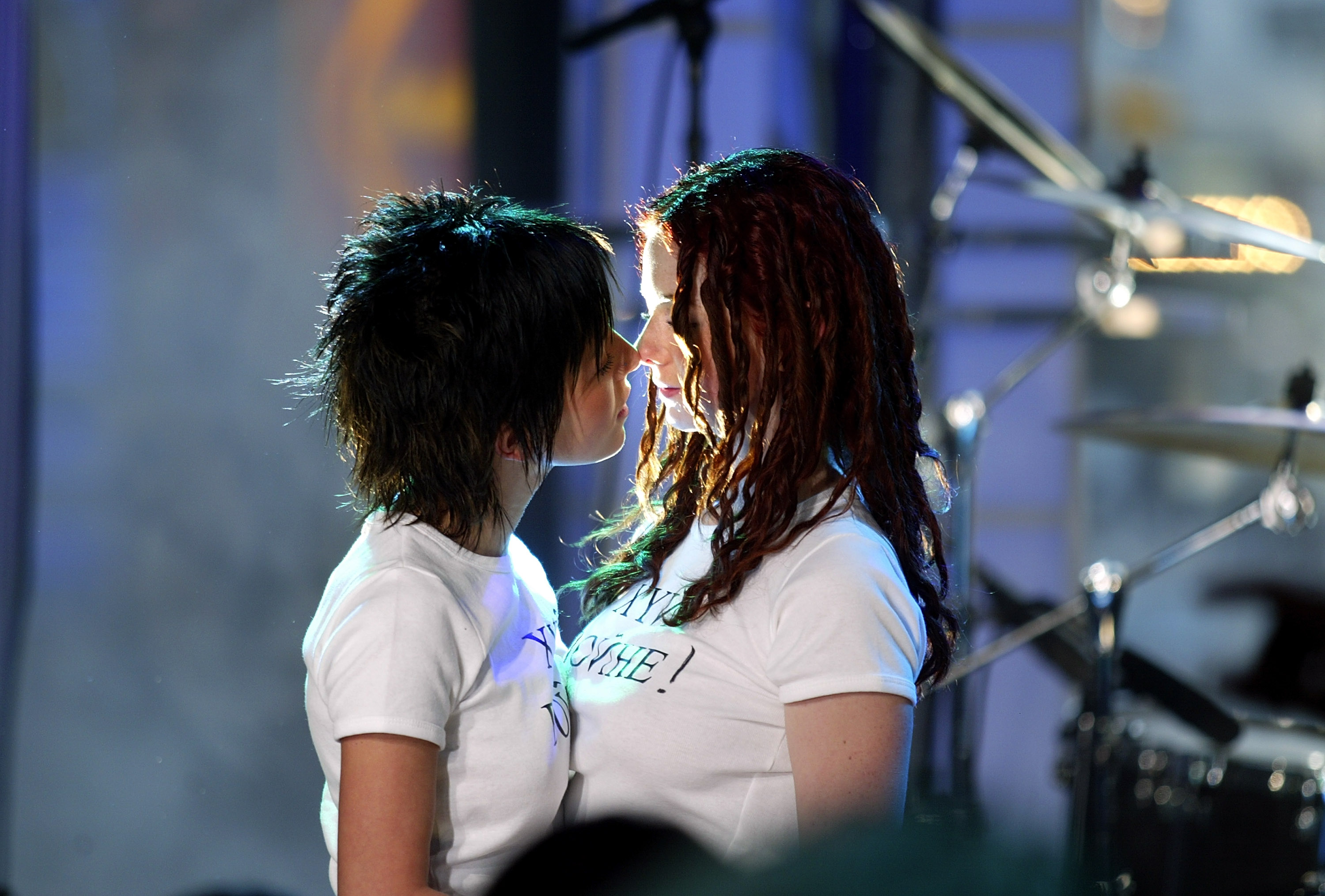 ТАТУ - Tatu Perform on MTV Total Request Live 03.03.2003